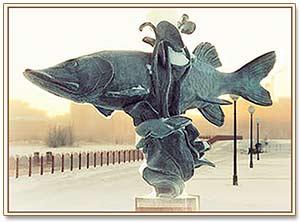 фото памятника щуки в Нефтеюганске